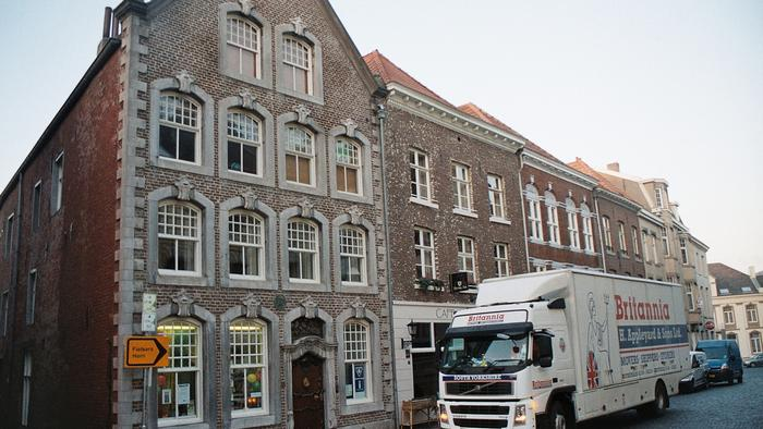 Removals to Roermond Holland