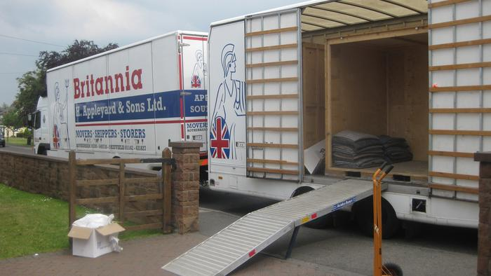 Removal vans able to bring containers to your door