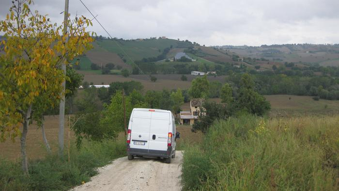 Furniture delivery to Italy - Use of smaller vehicle